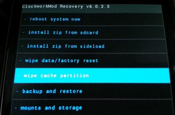 Заходим на Recovery да делаем wipe cache partition